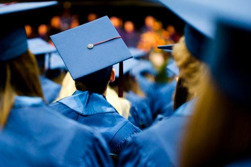 2018年江苏公务员考试哪些人可以应届毕业生的身份报考?