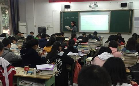 公务员和教师的收入差距有多大?看完你会报哪个
